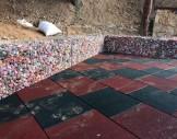2x2 cm tellerle, renkli taşlarla hazırlanmış gabion oturma bankları-4
